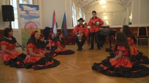 Nagylóci Piros Rózsák gyermek tánccsoport